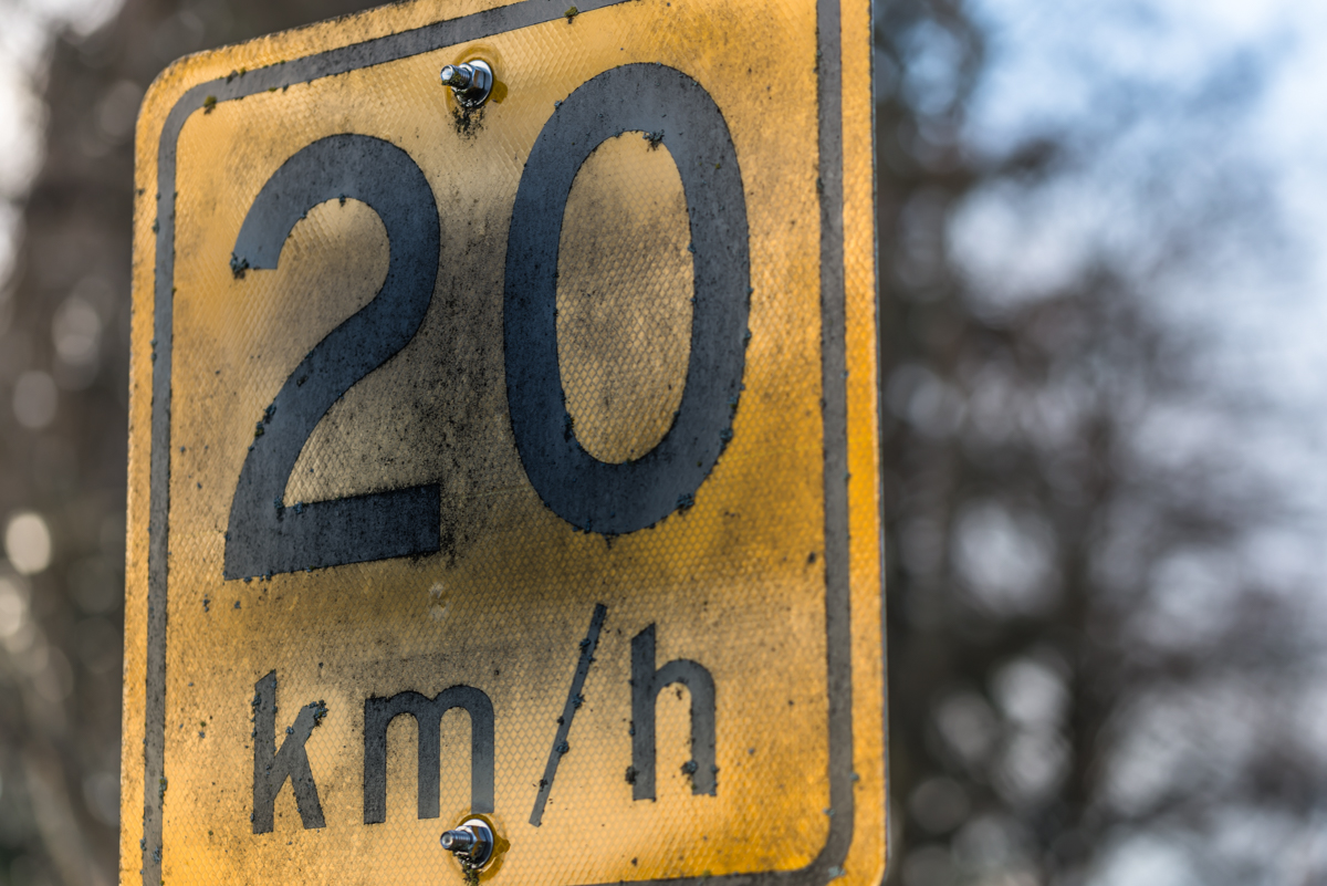 picture of speed limit sign 20 km/h