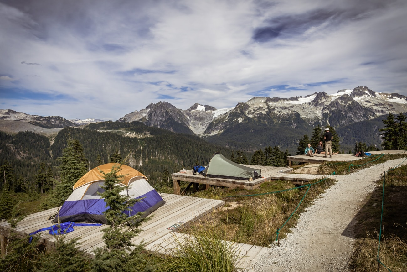 Tents in Elfin Lakes Campsite with an amazing mountain landscape in front of them in Garibaldi Provincial Park.