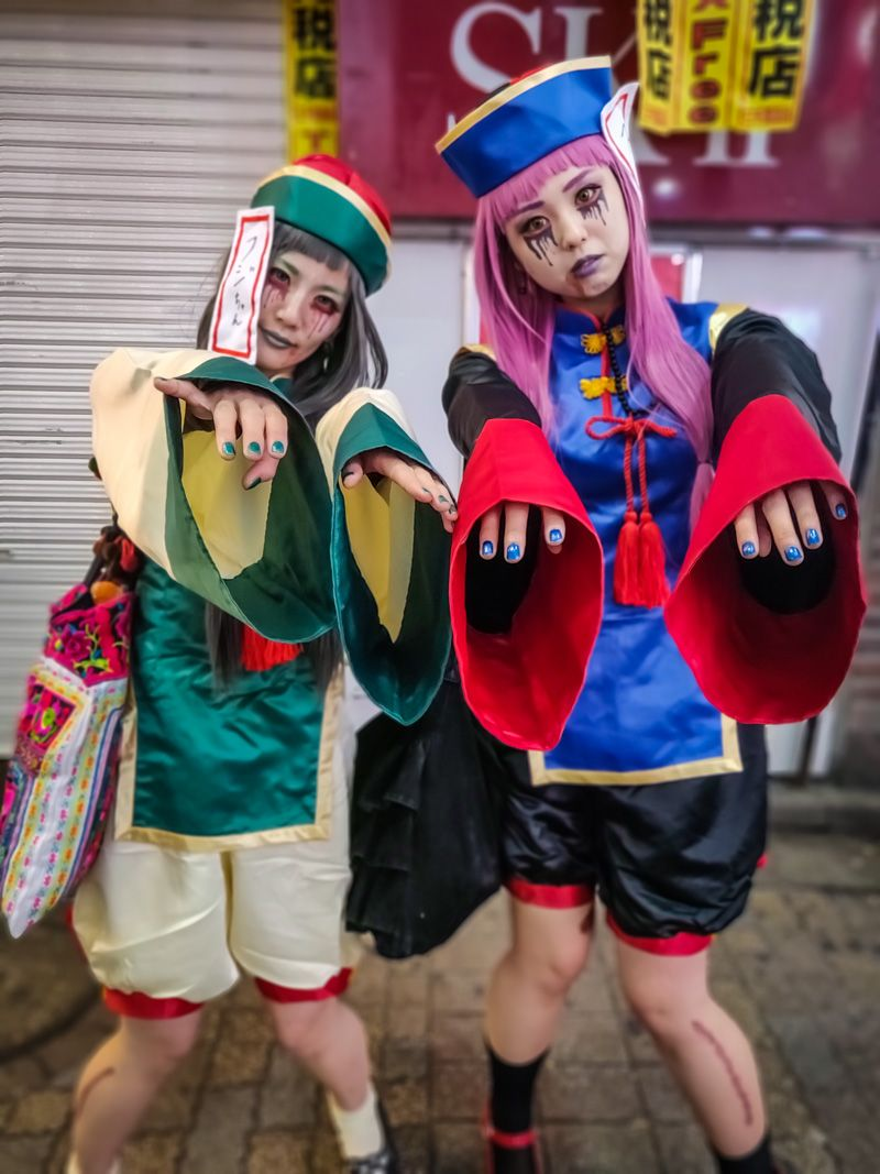 Halloween Costumes of Walking Dead. Scary Girls