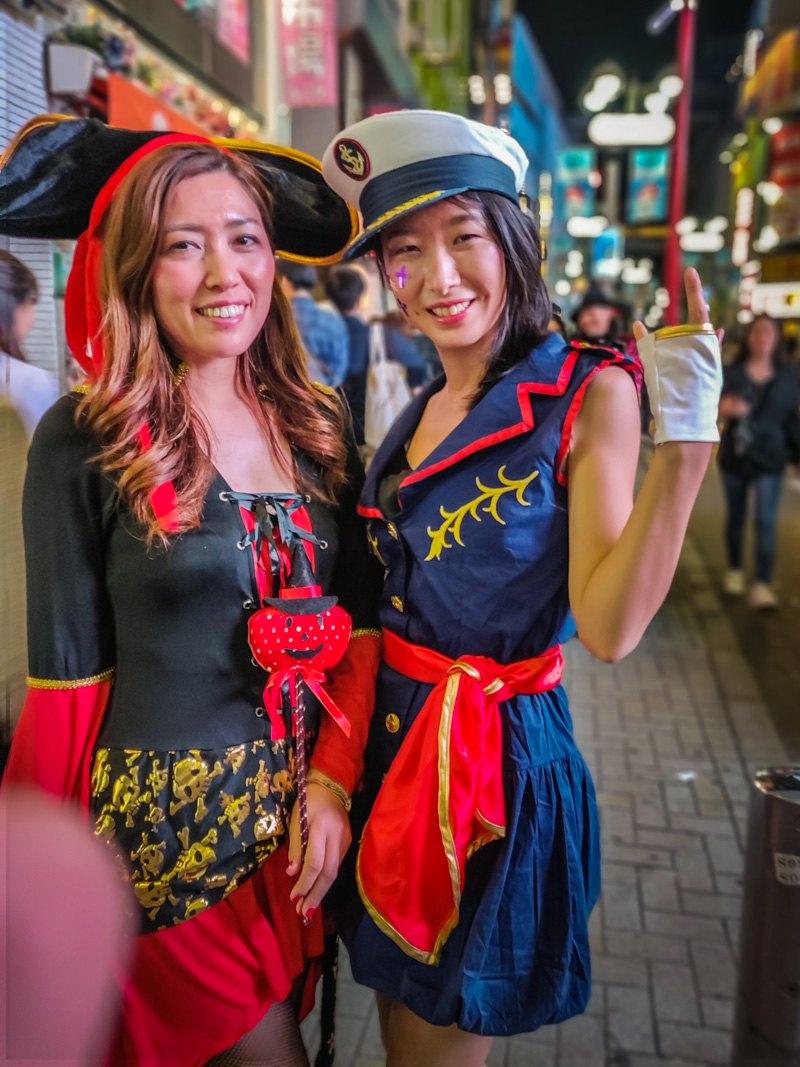 2 female pirates Halloween Costumes.