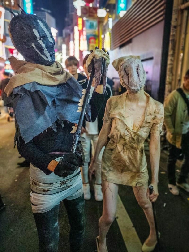 Halloween, creepy zombie couple costumes.