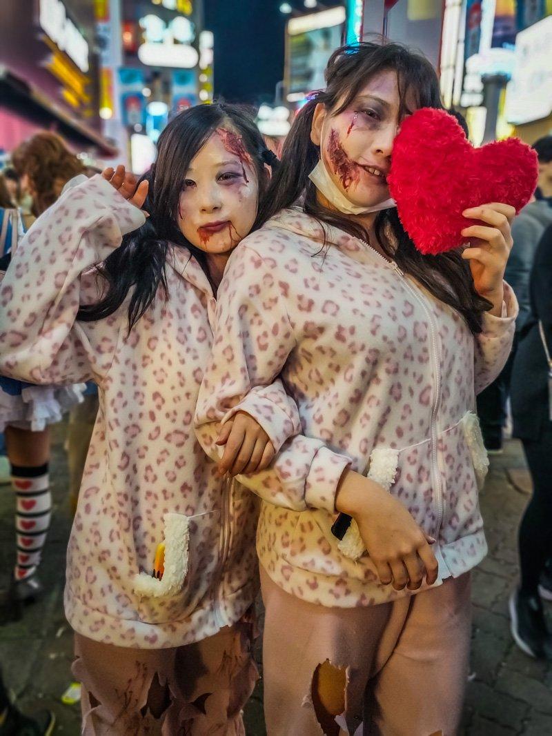 Halloween creepy costumes for girls.