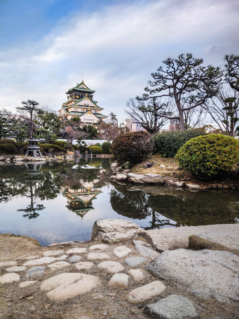 Osaka Castle Park: A beautiful view from Japanese Garden