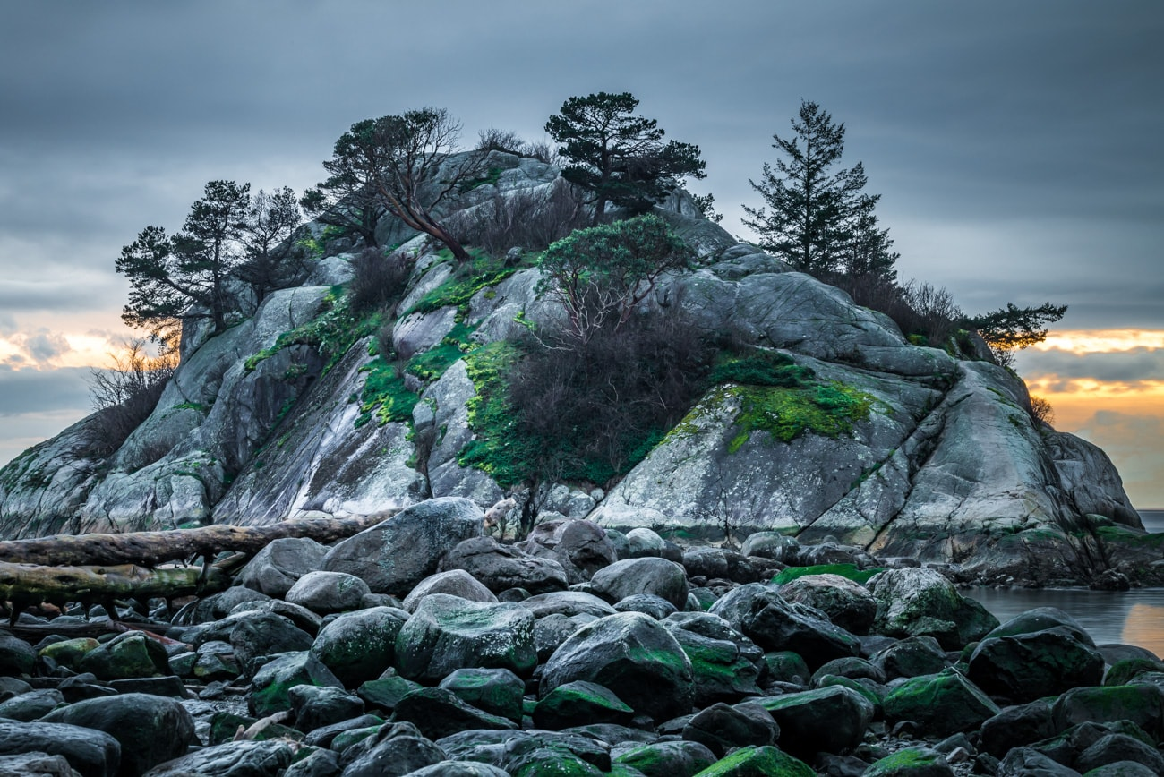 Closeup of the Whyte Islet in Whytecliff Park.